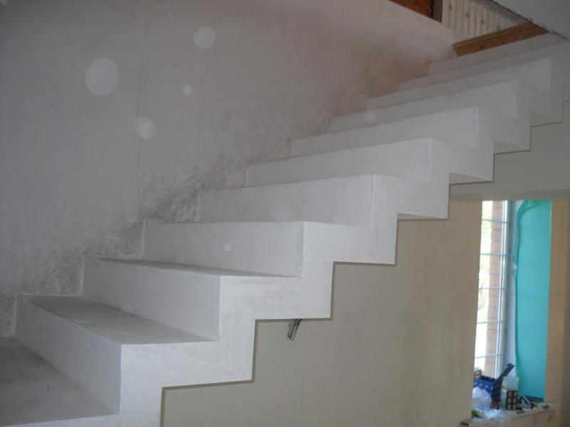 Лестница из бетона, покраска