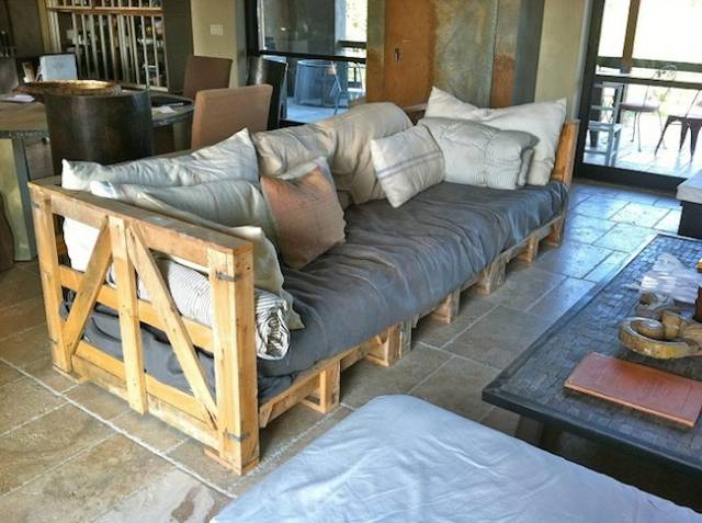 диван в стиле лофт